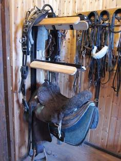 Sadelhållare för tre sadlar